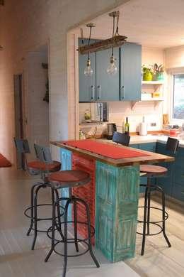Cocinas de estilo moderno por Kanda arquitectos