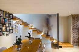 Gang en hal door Swart & Associates Architects