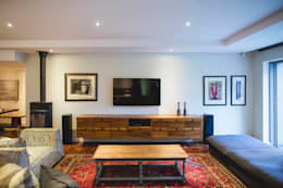 House Pont: modern Media room by Swart & Associates Architects