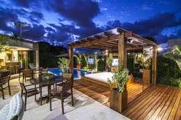 eclectic Garden by Amanda Diniz Arquitetura & Interiores