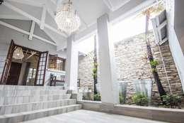 Couloir et hall d'entrée de style  par Principia Design