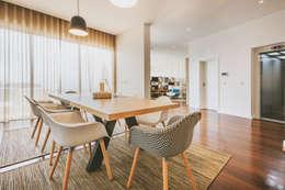 Villa Carlota: Salas de jantar modernas por Fragmentos Design