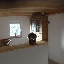 Durch den Bogen ein entspanntes Platzangebot bekommen.: moderne Schlafzimmer von ARKUS International AG