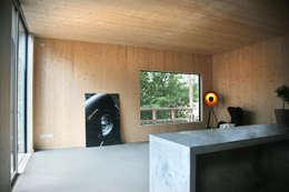 Ruang Keluarga by Planungsgruppe Korb GmbH Architekten & Ingenieure