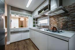Cocinas de estilo moderno por Treez Arquitetura+Engenharia