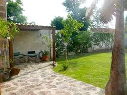 Terraza con pérgola: Terrazas de estilo  por Alberto M. Saavedra