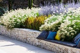 Jardines de estilo mediterráneo por Agence MORVANT & MOINGEON