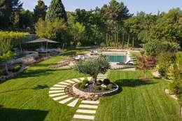TRETS - jardin contemporain en Provence: Jardin de style de style Moderne par Agence MORVANT & MOINGEON