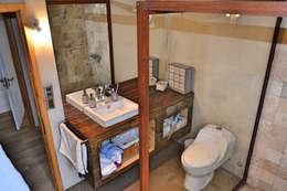 Casa Vichuquén: Baños de estilo moderno por AtelierStudio