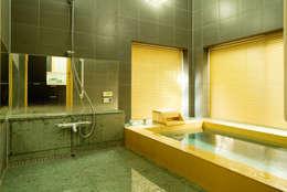 和風バスルーム: 株式会社フリーバス企画が手掛けた浴室です。