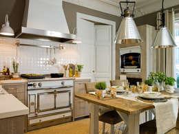 Mimando hasta el último detalle: Cocinas de estilo rústico de DEULONDER arquitectura domestica