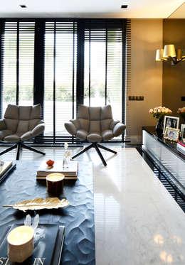 Phòng khách by Esra Kazmirci Mimarlik