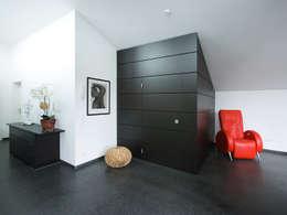 modern Walls & floors by Gaus & Knödler Architekten