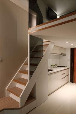 農安街樓中樓:  廚房 by 星葉室內裝修有限公司
