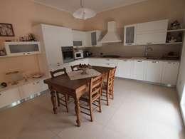 Casa A1 - Ristrutturazione casa di civile abitazione: Cucina in stile in stile Classico di duedì - studio di progettazione
