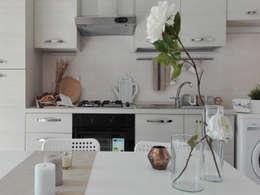 HOME STAGING IN  UN BILOCALE  DUPLEX : Cucina in stile in stile Moderno di Sonia Santirocco architetto e home stager