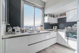 minimalistic Kitchen by Facile Ristrutturare