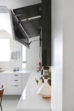 Cocinas de estilo moderno por Antonio Armando Arquitetura & Design