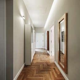 Pasillos y hall de entrada de estilo  por Gruppo Castaldi | Roma