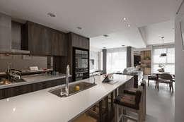 مطبخ تنفيذ 賀澤室內設計 HOZO_interior_design