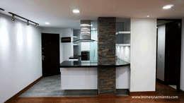 Remodelación de apartamento en Bogotá. : Cocinas de estilo moderno por Lesmes y Sarmiento   Remodelaciones   Decoración y Diseño Interior   Arquitectura
