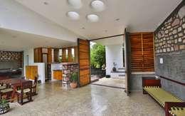 Phòng khách by prarthit shah architects