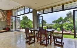 Phòng ăn by prarthit shah architects