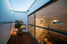 Terrazas de estilo  por group-scoop architectural design studio
