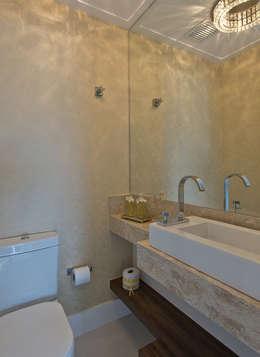 Ванные комнаты в . Автор – Kris Bristot Arquitetura
