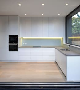St Paul Street: minimalistic Kitchen by Ciarcelluti Mathers Architecture
