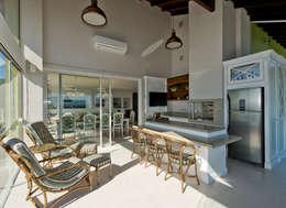 Terrazas de estilo  por Kris Bristot Arquitetura