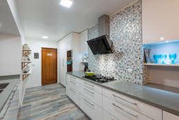 REMODELACIÓN CASA LOS CASTORES: Cocinas de estilo moderno por Grupo E Arquitectura y construcción
