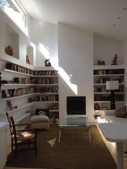 Casa La Punta: Livings de estilo rústico por Grupo E Arquitectura y construcción