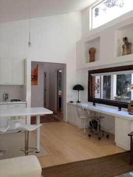 Casa La Punta: Cocinas de estilo rústico por Grupo E Arquitectura y construcción