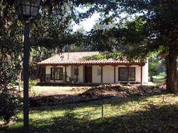 rustic Houses by Grupo E Arquitectura y construcción