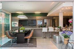 Cobertura Sion: Salas de jantar modernas por Andréa Buratto Arquitetura & Decoração