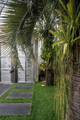 modern Houses by Andréa Buratto Arquitetura & Decoração