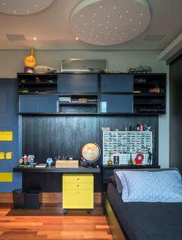 Residência Nova Lima : Quarto infantil  por Andréa Buratto Arquitetura & Decoração