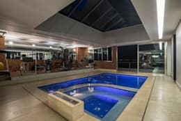 Residência Nova Lima : Piscinas modernas por Andréa Buratto Arquitetura & Decoração