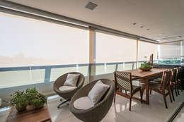 Apartamento com Varanda: Terraços  por Andréa Buratto Arquitetura & Decoração