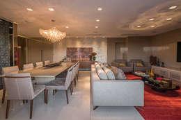 Apartamento com Varanda: Salas de estar modernas por Andréa Buratto Arquitetura & Decoração