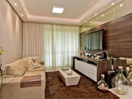 Apto Itacorubi B.I.R.: Salas de estar modernas por Kris Bristot Arquitetura