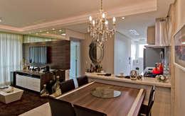 Apto Itacorubi B.I.R.: Salas de jantar modernas por Kris Bristot Arquitetura