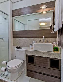 Apto Itacorubi B.I.R.: Banheiros modernos por Kris Bristot Arquitetura