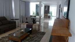 Livings de estilo moderno por Monica Guerra Arquitetura e Interiores
