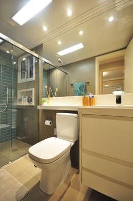 eclectic Bathroom by Condecorar Arquitetura e Interiores