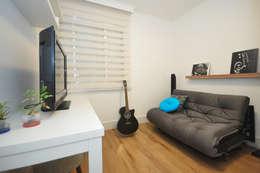 eclectic Bedroom by Condecorar Arquitetura e Interiores
