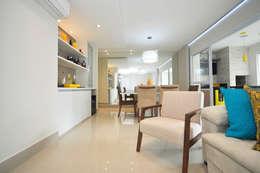 غرفة المعيشة تنفيذ Condecorar Arquitetura e Interiores