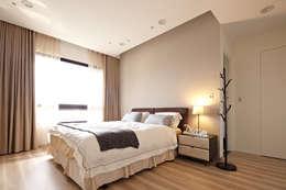 Dormitorios de estilo escandinavo por 耀昀創意設計有限公司/Alfonso Ideas