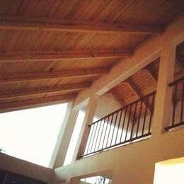 Casas de estilo rústico por URBVEL Constructora e Inmobiliaria
